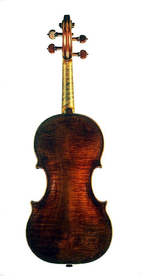ニコロ・アマティ1675年製ヴァイオリン裏側全体像