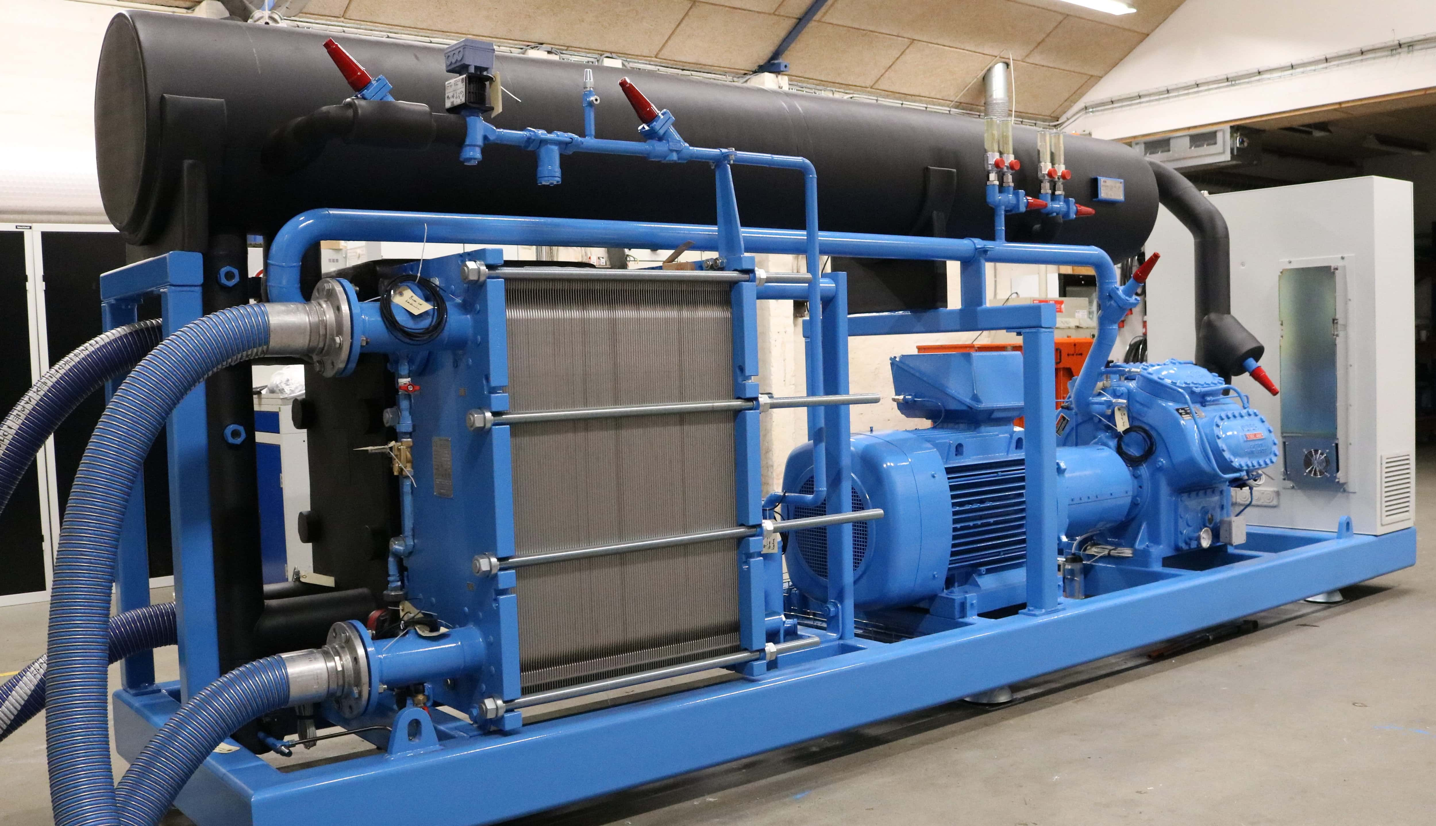 Water cooled ammonia chiller will black evaporator lagging for service, maintenance and repair