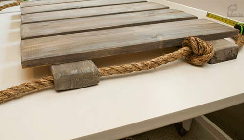 knotted rope through wood pallet wall art
