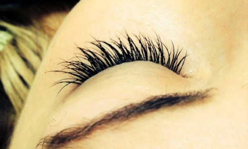 Eyelash extension treatment