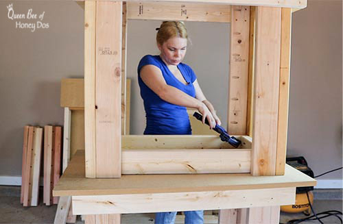 How To Build a 3-Way Convertible Workbench. #woodworking #craft #table #DIY #queenbeeofhoneydos