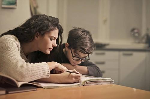 Home Schooling Herausforderung für Alleinerziehende Elterne
