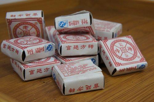 Купить настоящий китайский прессованный чай шу плитка пуэр Дворцовый Квадрат Оптом и в розницу с доставкой. Фото.