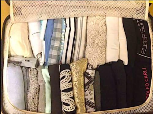 スーツケースのパッキング画像