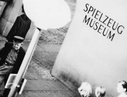 Schwarz-weiß Fotografie – Marienplatz München 90er Jahre
