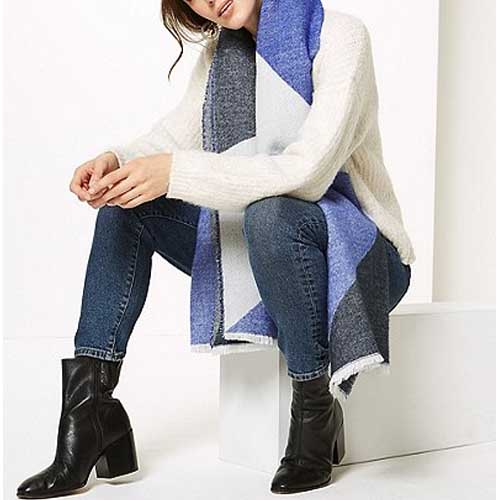 Chic color block scarf | 40plusstyle.com