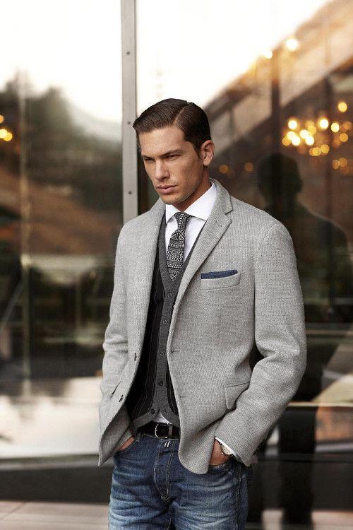 Надетый под пиджак кардиган - многослойность тоже может быть сдержанной и стильной