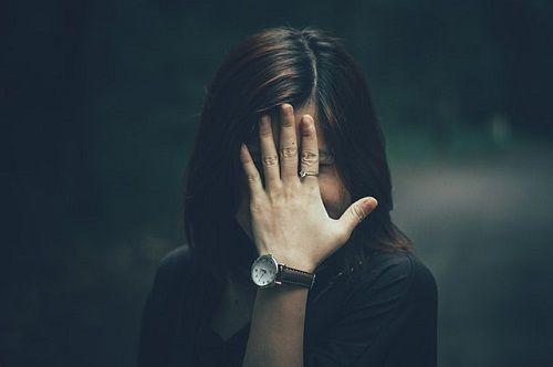 La timidez se manifiesta en el lenguaje corporal