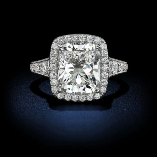 cushion-cut-diamond-halo-setting-engagement-ring