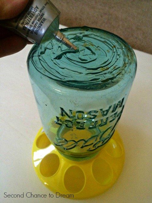 Second Chance to Dream: Mason Jar Bird feeder add glue