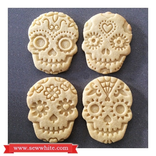 Sew White Day of the dead vanilla and ginger biscuits 1