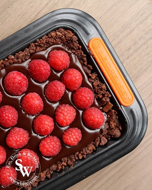 Le Creuset rectangle tart tin filled with a chocolate and raspberry tart