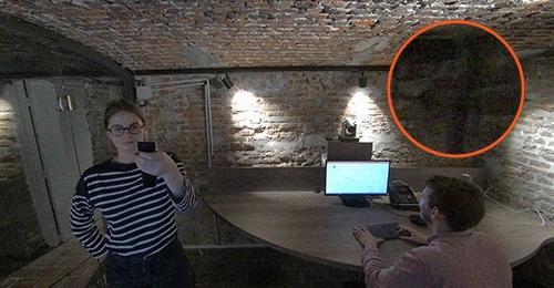 Grain et basse luminosité de la caméra concurrente à la caméra 4K ePTZ Speechi