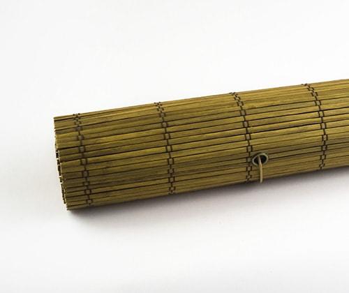 Bamboe rolgordijn goudbruin helemaal opgerold