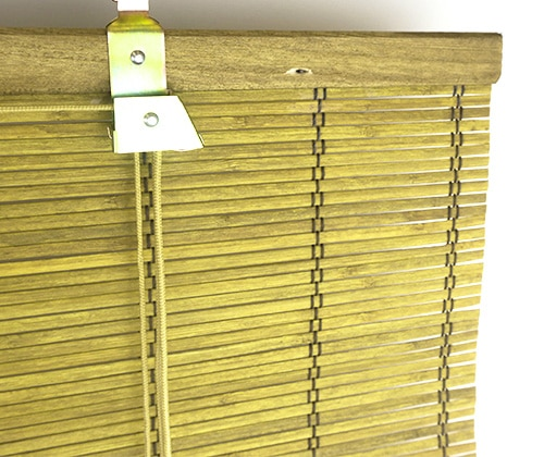 Bamboe rolgordijn goudbruin detailfoto oprolmechanisme