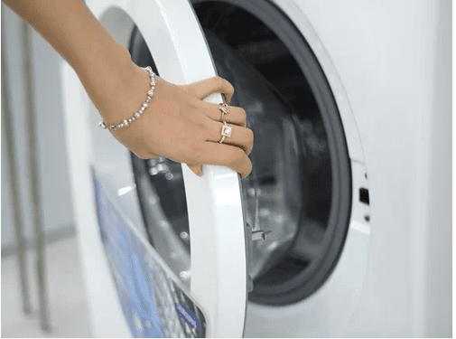 Có nên mở cửa máy giặt lồng ngang sau khi sử dụng