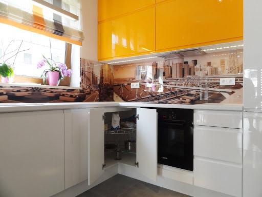 с какими цветами сочетается оранжевая кухня