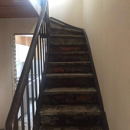 Die Treppe vorher ...