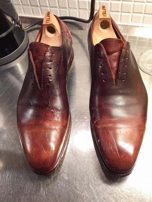 Rejält med stearin över insida och tår på båda skorna, och högerskons häl var också indränkt.