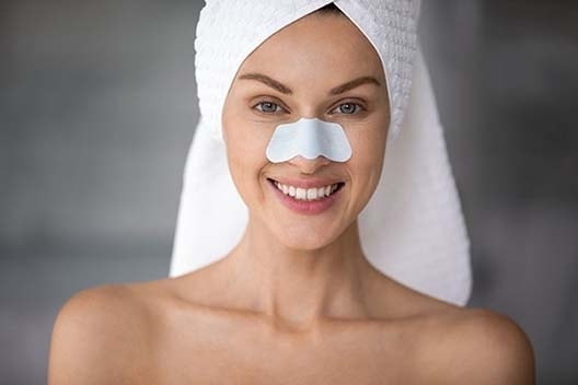 remove the blackheads in your facial to get glowing t-zone