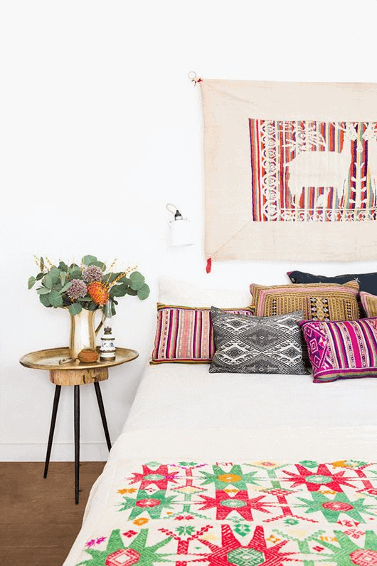 Colorful bohemian bedroom decor ideas for small spaces