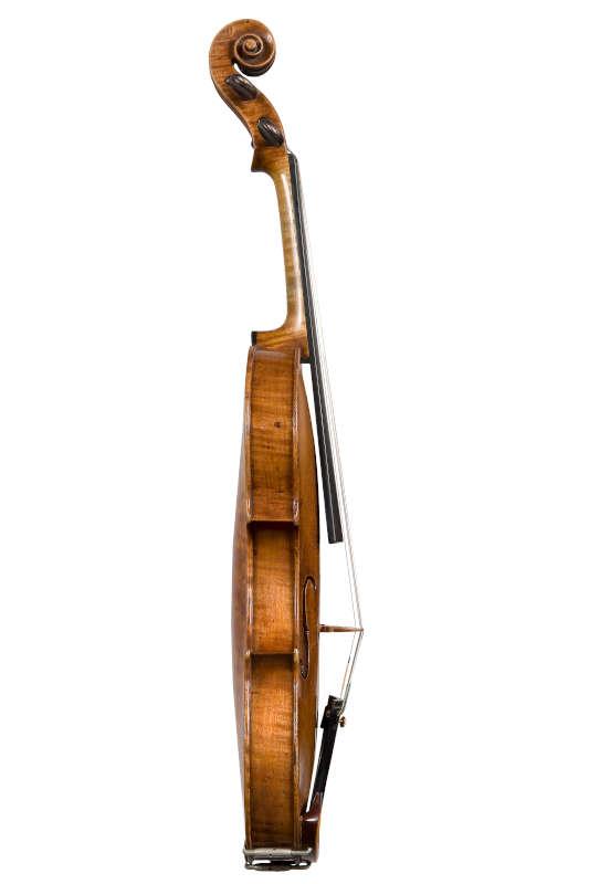 ジロラモ・アマティ1611年製バイオリン側面左側全体像