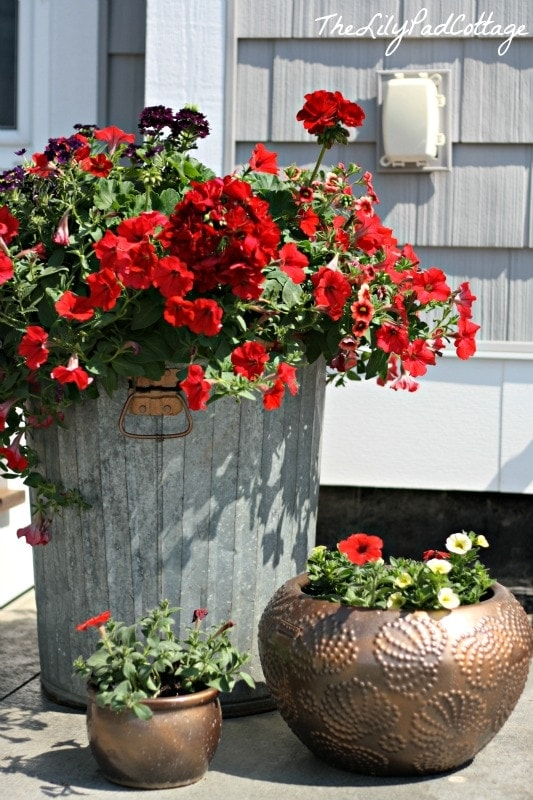 Garbage Can Flower Planter - www.thelilypadcottage.com
