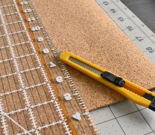 razor, cutting mat, clear ruler for cutting cork