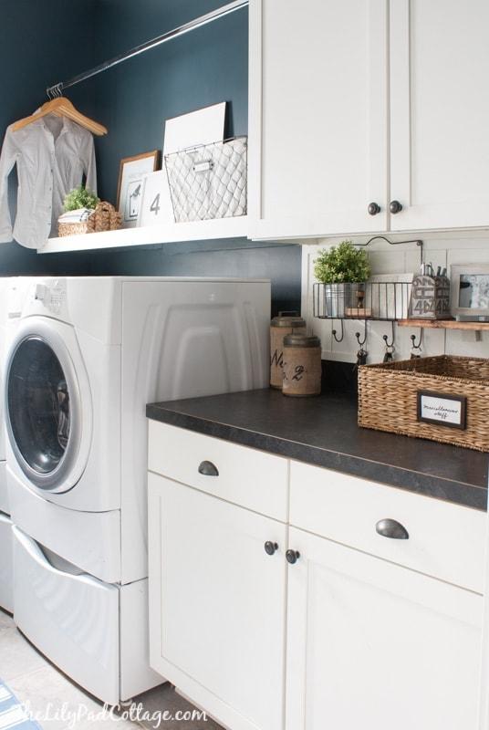 navy-laundry-room-decor-23
