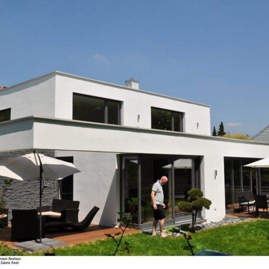 Dem modernen Gebäude im Bauhausstil sieht man seine besonderen Ökologischen Qualitäten nicht an.
