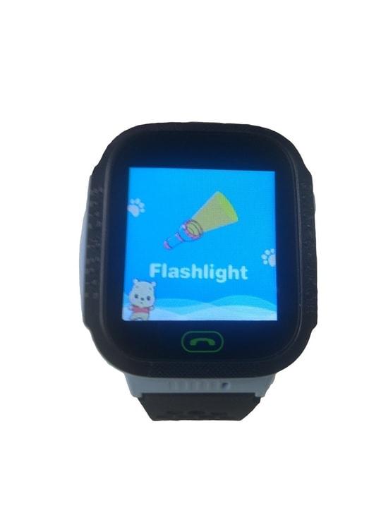 Latarka LED w smartwatchu Q528