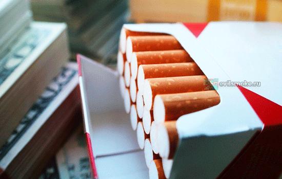 Фото-Пачка сигарет и доллары