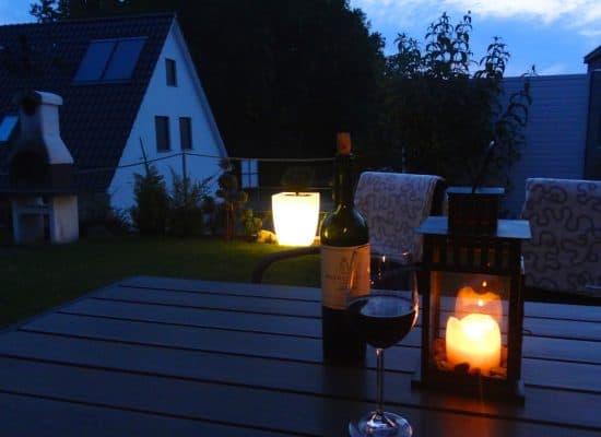 Ferienhaus Terrasse Abend Wein