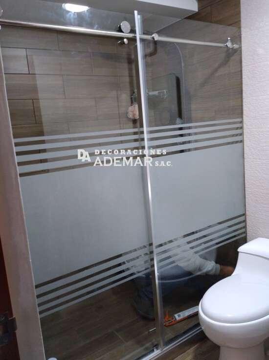 puertas de duchas con acero inoxidable