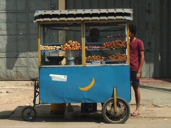 Street Food in Sri Lanka, Jaffna. Where to eat in Jaffna? Street food and local hotels are everywhere, but if you want a more up-market meal and a beer, you'll need to search harder.