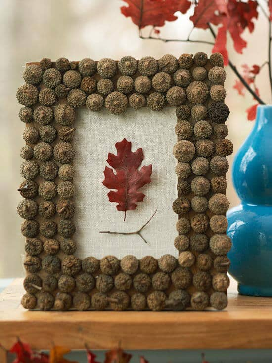 Acorn Picture Frame - Better Homes and Garden | 15 DIY Fall Crafts | www.madewithHAPPY.com