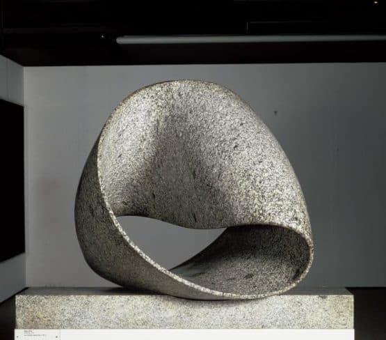 Ruban sans fin, 1961 Granito. Centro Pompidou. París (Cinta de Moebius)