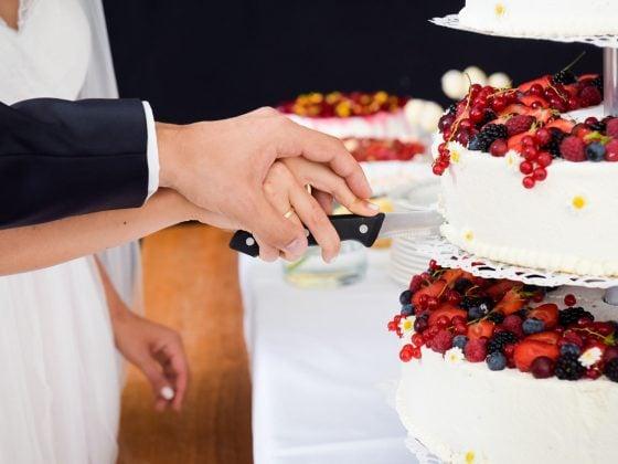 Hochzeitsfotograf Kempten Allgäu Details Torte anschneiden