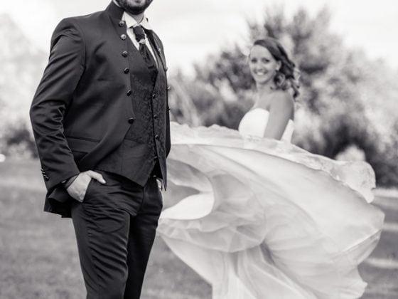 Hochzeitsfotograf Kempten Hochzeitspaar Schwarz Weiss Spass