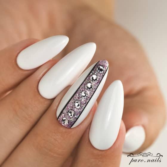 paznokcie na ślub z kryształkami