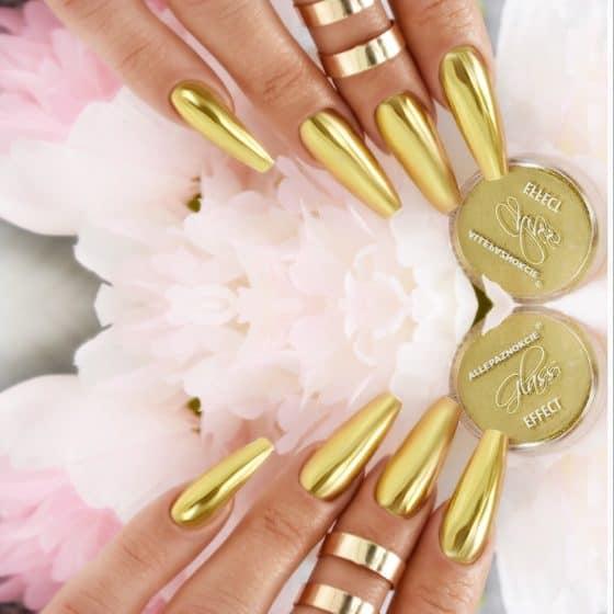 metaliczne-paznokcie-efekt-tafli-szkła-złoto