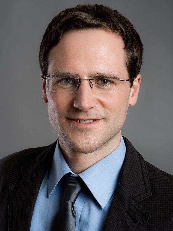 Businessportrait Headshot Kempten edelformat Mann mit Brille