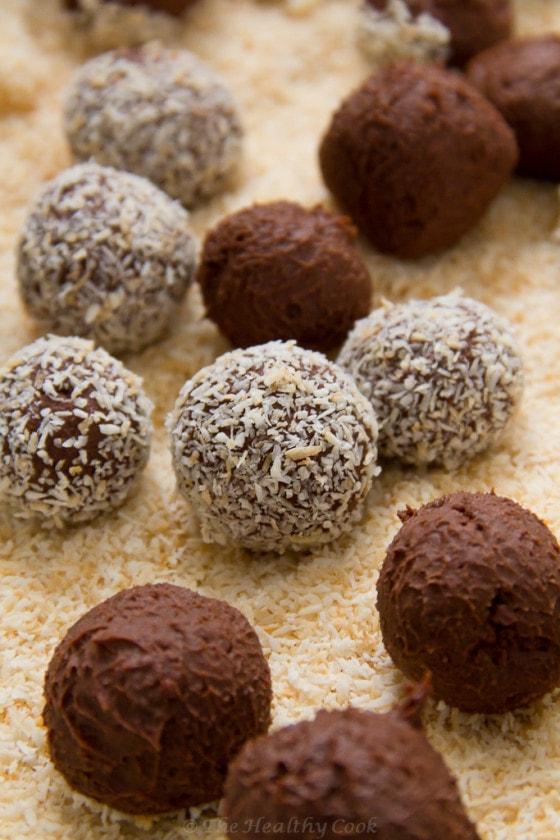 Chocolate Truffles with Coconut & Ginger – Τρούφες Σοκολάτας με Καρύδα & Τζίντζερ