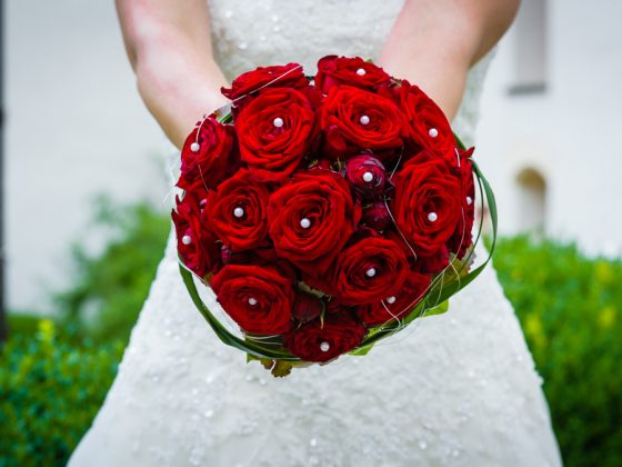 Hochzeitsfotograf Kempten Allgäu Brautstrauss Rote Rosen