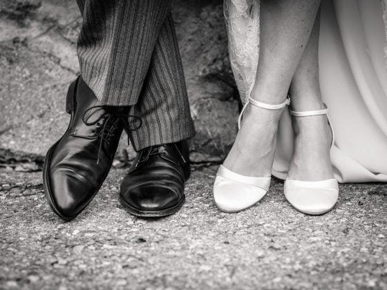 Hochzeitsfotograf-Kempten Hochzeit Schuhe Schwarz Weiss