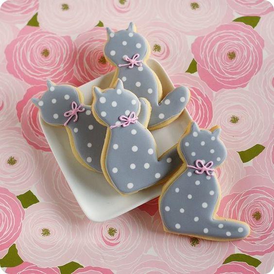 Kitty Polka Dot Cookies | Cat Party Ideas