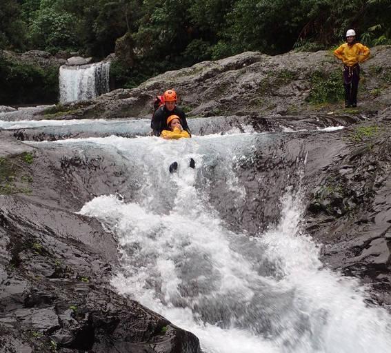 Le canyoning accessible pour les débutant avec Envergure Réunion