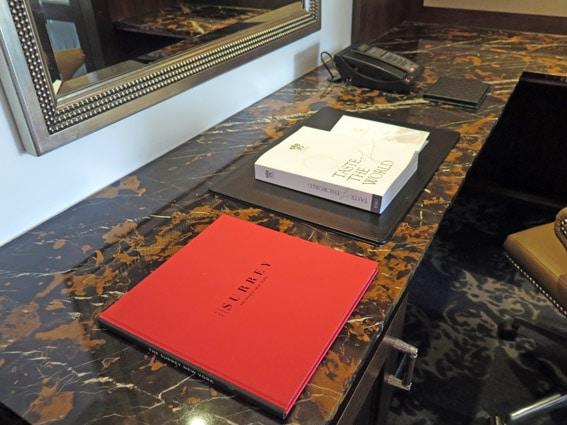 Relais & Châteaux The Surrey livros detalhes