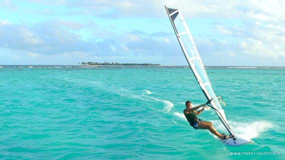 À donf en planche dans les Tobago Cays