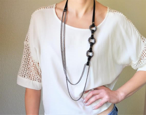 Asymmetrical necklace | 40plusstyle.com